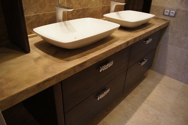 Пример мебели в ванную с защитой от влаги и пара